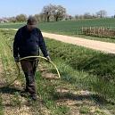 Wässern einer ca. 10 Meter langen Hecke die wir Frühjahr 2021 gepflanzt haben